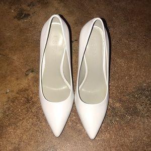 NEVER BEEN WORN Block high heels